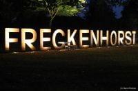 """Beleuchtung für den Schriftzug """"Freckenhorst"""" und  das """"Weiße Kreuz"""""""